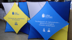 Stand portable en tissus Duo Expression collège de Shawinigan